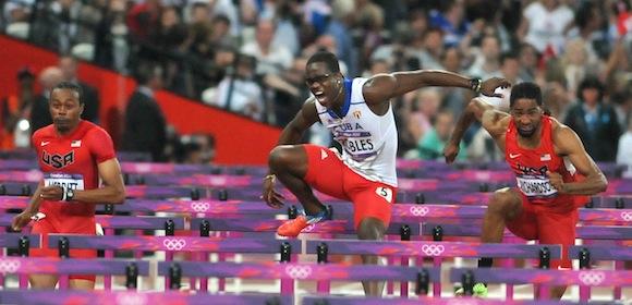 El cubano Dayron Robles, plusmarquista mundial de los 110 metros vallas, cedió lesionado la corona olímpica al estadounidense Aries Merritt. Foto: Ricardo López Hevia