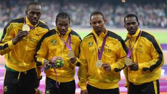 El relevo 4x100 metros planos de Jamaica Campeón Olímpico y Recordista Mundial: Usain Bolt, Johan Blake, Michael Frater y Nesta Carter