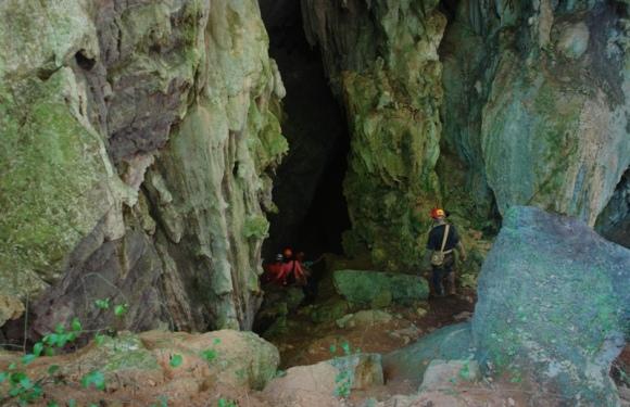 Entrada a una de las cuevas. Foto: Javier Montenegro