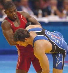 Los luchadores cubanos Yowlys Bonne, en los 60 kilogramos y Humberto Arencibia (84) cayeron hoy aquí en su debut en la modalidad libre de los XXX Juegos Olímpicos. Foto Ricardo López