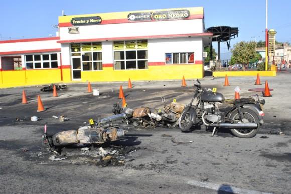 Un incendio que destruyó las pistas de expendio de gasolina tuvo lugar alrededor de las 19:30 horas del martes en el servicentro de Trocha y Carretera del Morro, en Santiago de Cuba. Foto: Periódico Sierra Maestra