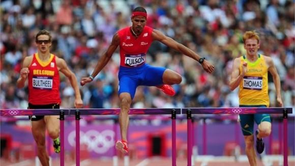 Javier Coulson, Puerto Rico, hizo el mejor tiempo en la clasificación de los 400 metros con vallas
