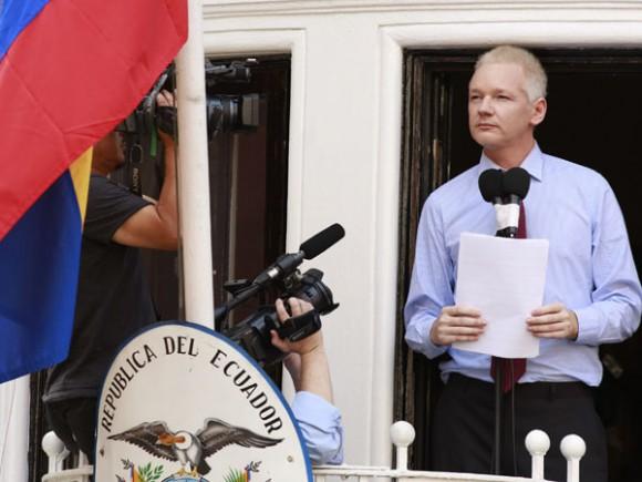 """Assange también dio las gracias a los cancilleres y Gobiernos de América Latina por defender el derecho internacional de asilo.  También agradeció a Estados Unidos, Reino Unido y Australia """"la fortaleza que me han dado"""". Foto: Reuters"""