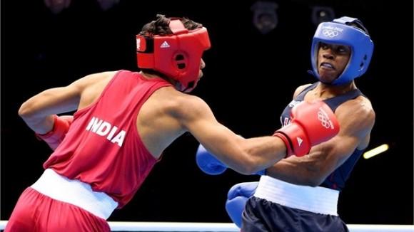 Krishan Vikas de India frente a Errol Spence de EEUU en los 69 kg del boxeo