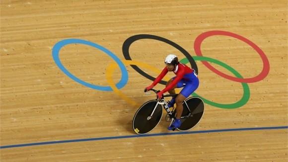 Lisandra Guerra, Cuba, clasificó para los cuartos de final de la Velocidad Olímpica