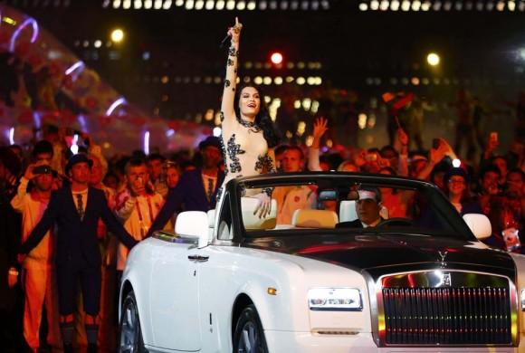 """La cantante Jessie J. en """"Price Tag""""."""