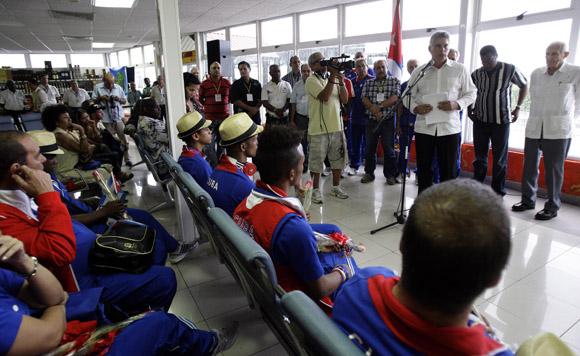 Llegan a Cuba deportistas participantes en Juegos Olimpicos de Londres. Foto: Ismael Francisco/Cubadebate
