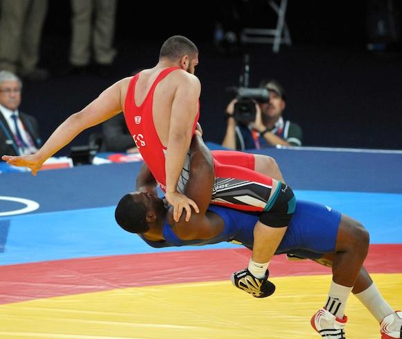 Lucha olímpica greco romana: Mijaín López gana y pasa a discutir el oro. Foto: Ricardo López Hevia
