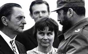 Olof Palme y su esposa con Fidel en La Habana.