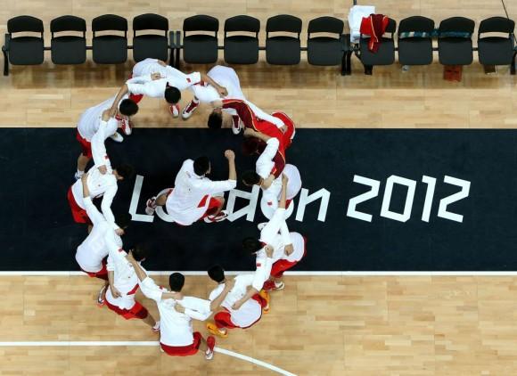 El equipo de China durante el partido de baloncesto contra Gran Bretaña. Foto: ROB CARR (GETTY IMAGES)