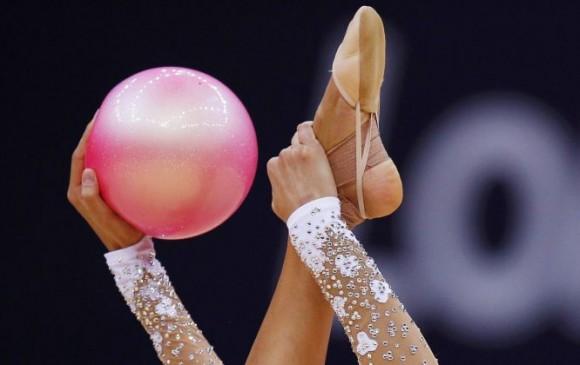 Momento de la actuación de la rusa Evgeniya Kanaeva en la competición de gimnasia rítmica. Foto: BRIAN SNYDER (REUTERS)
