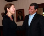 Rafael Correa en reunión con la madre de Julian Assange, Christine.