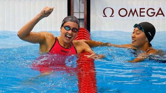 Rebecca Soni (EEUU) celebra su victoria y el récord mundial en los 200 metros estilo pecho