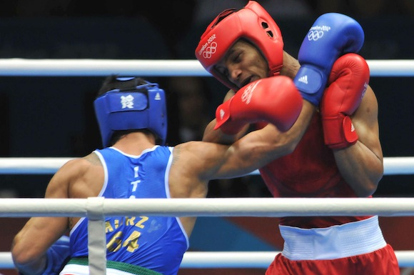 Roniel Iglesias gana y aseguró medalla de plata frente al italiano. Foto: Ricardo López Hevia