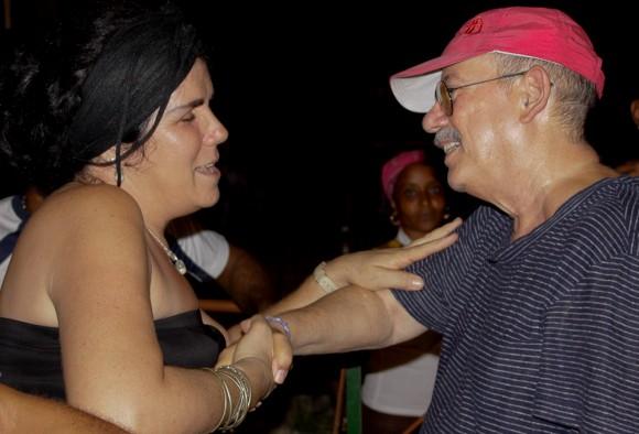 Delia saluda a Silvio