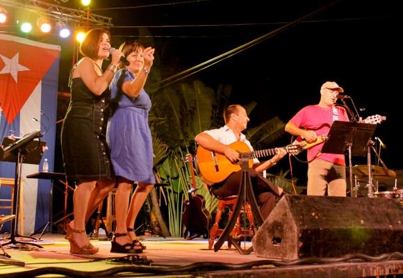 Familia Feliú, acompañada por Alejandro Valdés en la guitarra /Foto: Alejandro Ramírez Anderson