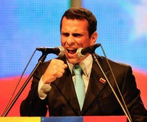 Capriles se aconseja y retira convocatoria a marcha opositora