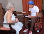 Enumerador realizando una entrevista, durante el IV Censo Nacional de Población y Viviendas, en Camagüey, Cuba, el 15 de septiembre de 2012. AIN FOTO/ Rodolfo BLANCO CUE