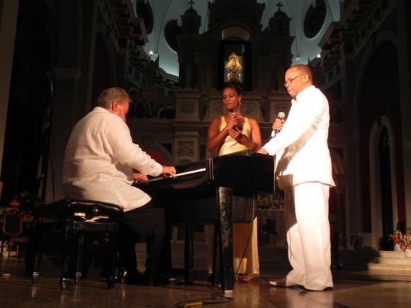 El tema Madrecita fue interpretado por un trio de lujo. Foto: Marianela Dufflar/Cubadebate