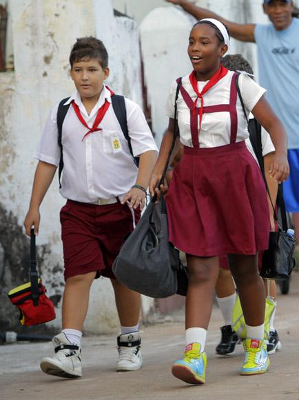 Camino a la escuela. Foto: Ismael Francisco/Cubadebate.