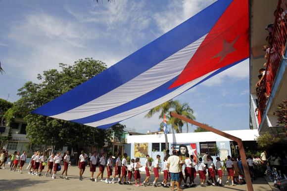 Entrando al aula. Foto: Ismael Francisco/Cubadebate
