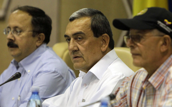 Comandante Mauricio Jaramillo y otros miembros de la FARC. Foto: Ismael Francisco/Cubadebate