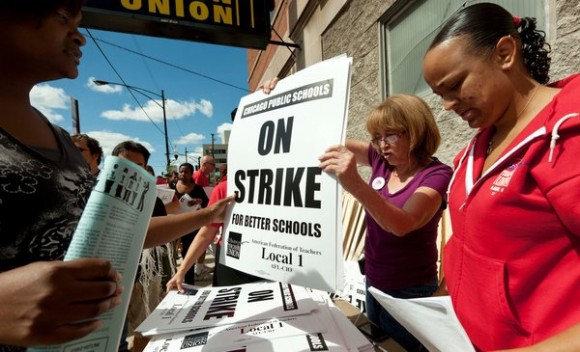 http://www.cubadebate.cu/wp-content/uploads/2012/09/huelga-de-maestros-en-chicago-2-580x352.jpg