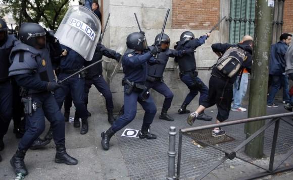 la-policia-arremete