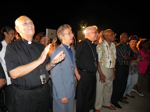 Los asistentes difrutaron de la Serenata. Foto: Marianela Dufflar/Cubadebate