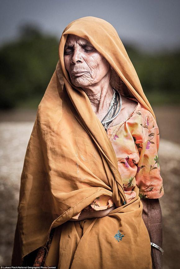 Lukasz Piech fotografió a esta trabajadora de campo en Rajasthan, India.