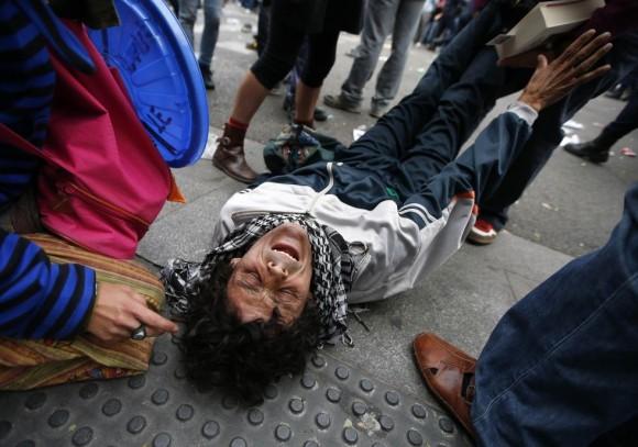 manifestante-herido-en-el-suelo