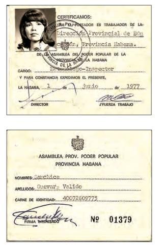 """Carnet acreditativo de Sanchica Guevara, directora de la Escuela """"José de San Martín""""."""