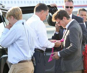 Romney, con su equipo de campaña. Foto: AFP.