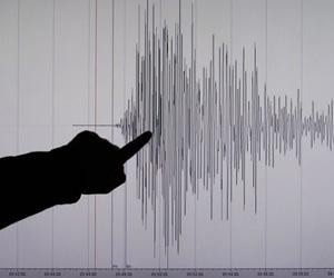 Fuerte terremoto provoca tsunami en Alaska