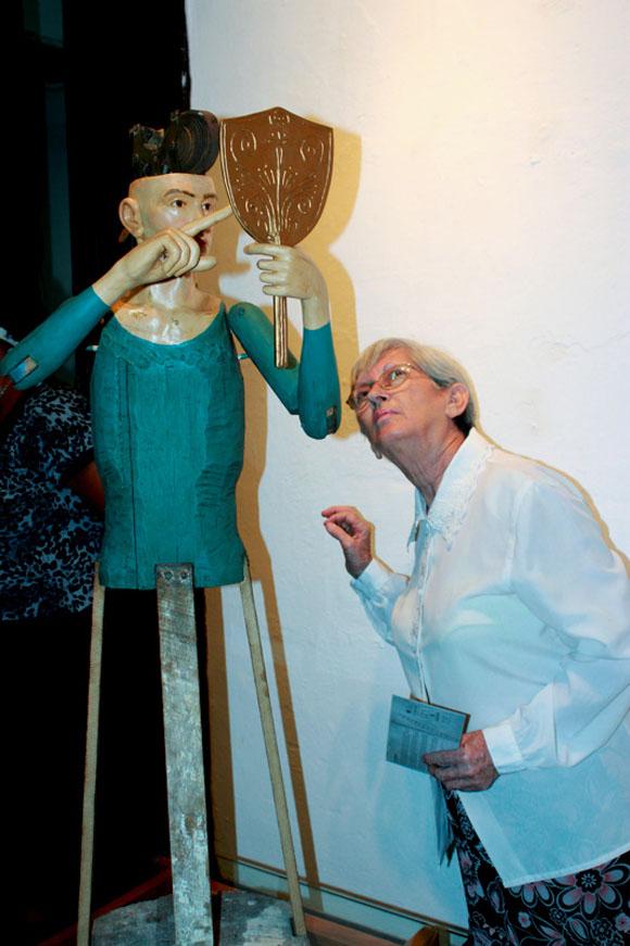 Escultura en madera policromada de Jorge Luis Sánchez.