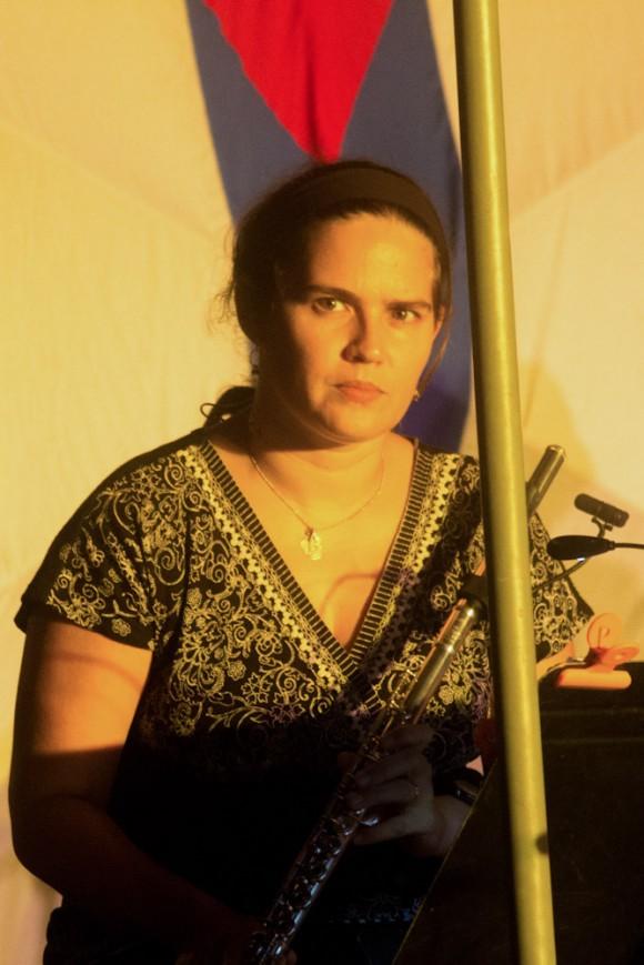 Niurka González, en el barrio de sus compañeros de hacer música. Foto: Jorge Ramírez.