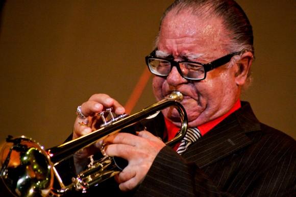 """""""Guajiro"""" Mirabal en un solo de trompeta. Foto: Alejandro Ramírez Anderson"""