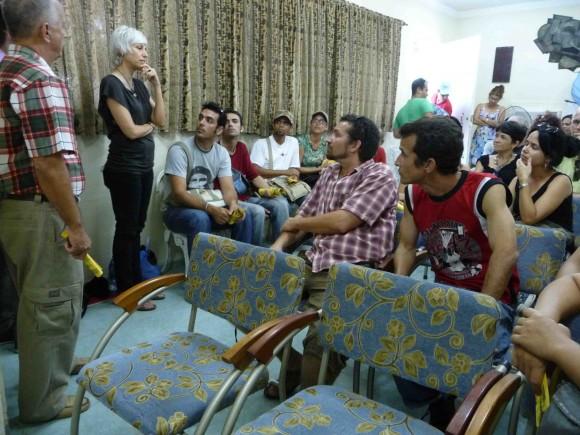 Alexandra Halkin en la sede de la UNEAC en Cienfuegos como parte de Cerrando Distancias 2012.