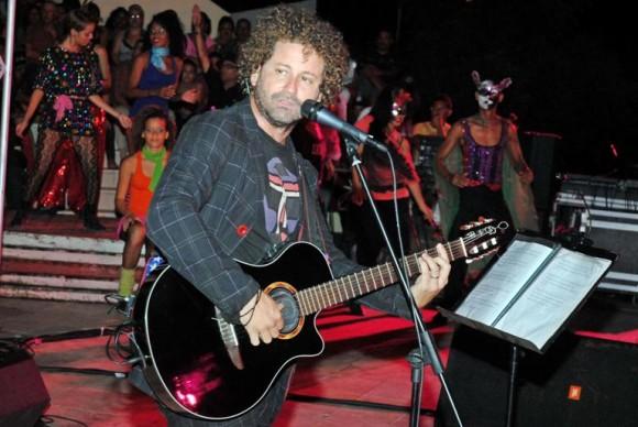 Raúl Paz, cantautor cubano es uno de los promotores del Proyecto Diálogos Itinerante. En la imagen, concierto de Raúl Paz en Bayamo. Foto: ACN/ Archivo