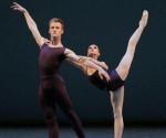 """Lauren Lovette y Chase Finlay en """"Polyphonia"""". Foto: Paul Kolnik"""