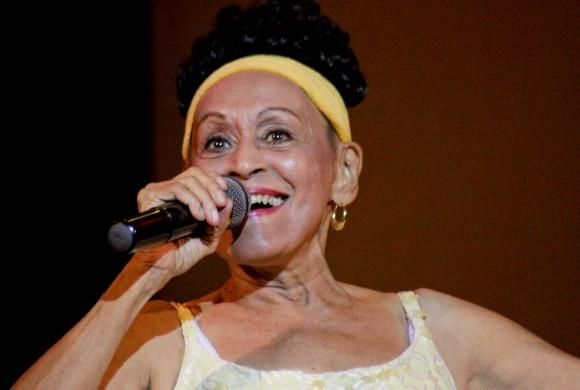 """La diva """"Omara del mundo"""", que se emocionó tanto por la acogida del público que advirtió que se le podía olvidar la letra de la canción. Foto: Alejandro Ramírez Anderson"""