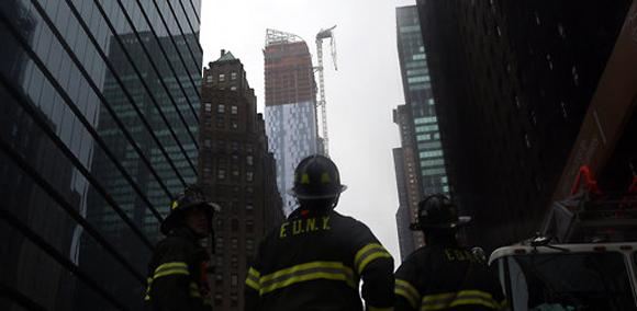 En Nueva York, una grúa colapsó en un rascacielos en construcción. Foto: Michael Appleton.