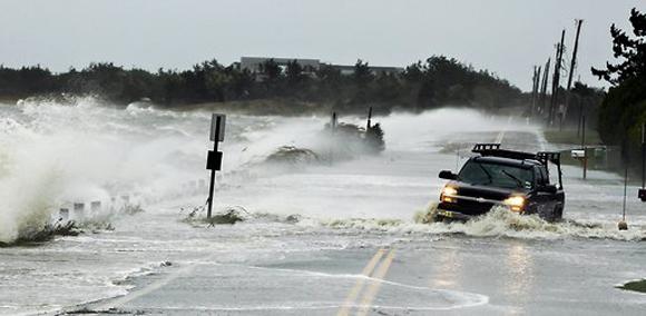 Las aguas han entorpecido enormemente el tráfico en Southampton. Foto: Lucas Jackson/Reuters.