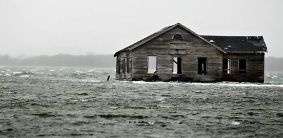 Una casa abandonada en Southampton. Foto: Lucas Jackson/Reuters.