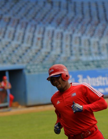 Entrenamiento rumbo al Clásico Mundial de Béisbo. Yulieski Gourriel. Foto: Ismael Francisco/Cubadebate.