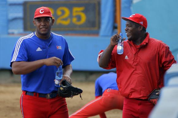 Junto a Vladimir García, durante los entrenamientos de su último evento internacional. Foto: Ismael Francisco/Cubadebate..