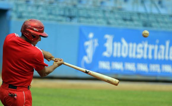Entrenamiento rumbo al Clásico Mundial de Béisbol.  Yordan Manduley. Foto: Ismael Francisco/Cubadebate.
