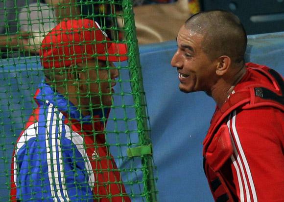 Intercambio entre Pestano y Víctor.  Foto: Ismael Francisco/Cubadebate.