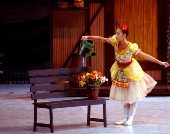 """Presentación del ballet, """"La fille mal gardée"""",   durante la gala de Inauguración del XXIII Festival de Ballet de La Habana, en la sala Avellaneda del Teatro Nacional de Cuba, realizada el 28 de octubre de 2012 en La Habana. AIN FOTO/Oriol de la Cruz ATENCIO"""