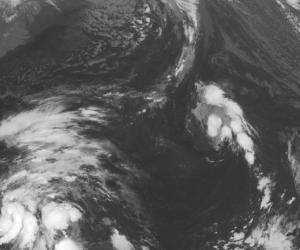 La tormenta tropical Sandy aparece al sur de Jamaica en las primeras horas del martes 23 de octubre de 2012 en esta imagen satelital de la Administración Nacional para el Océano y la Atmósfera de Estados Unidos (NOAA). Jamaica fue puesta en alerta de tormenta tropical por la cercanía de Sandy.